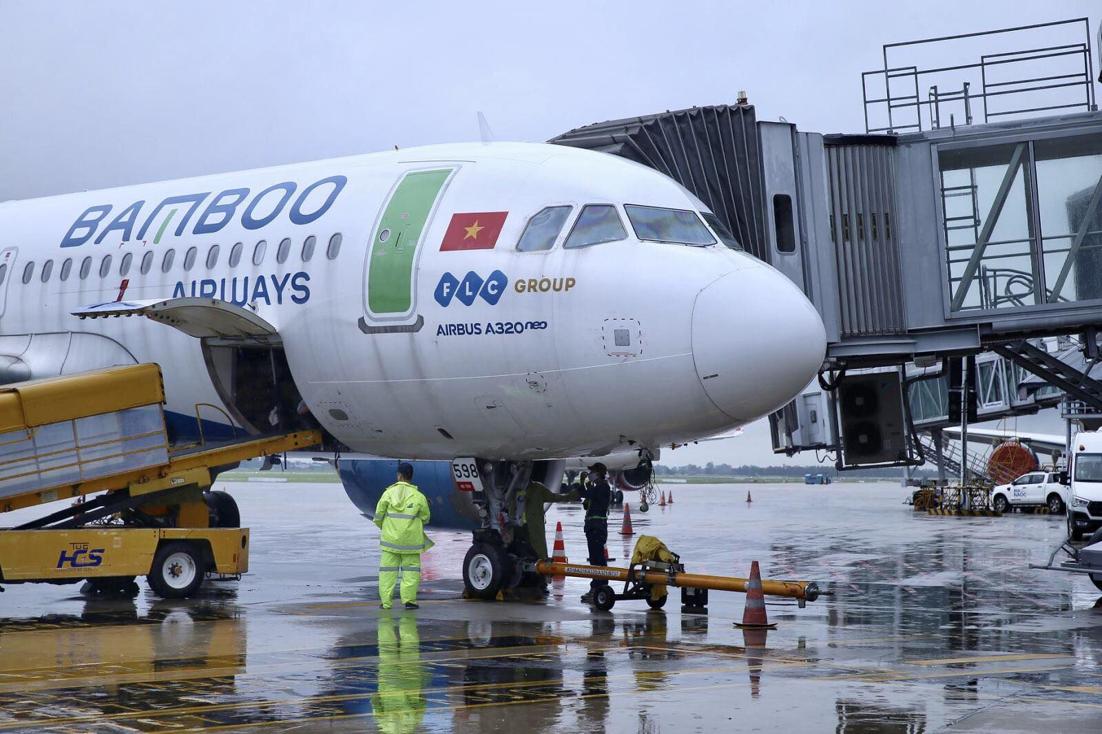 Bamboo Airways hỗ trợ vận chuyển y bác sĩ Bệnh viện Việt Đức tiếp viện TP.HCM chống dịch